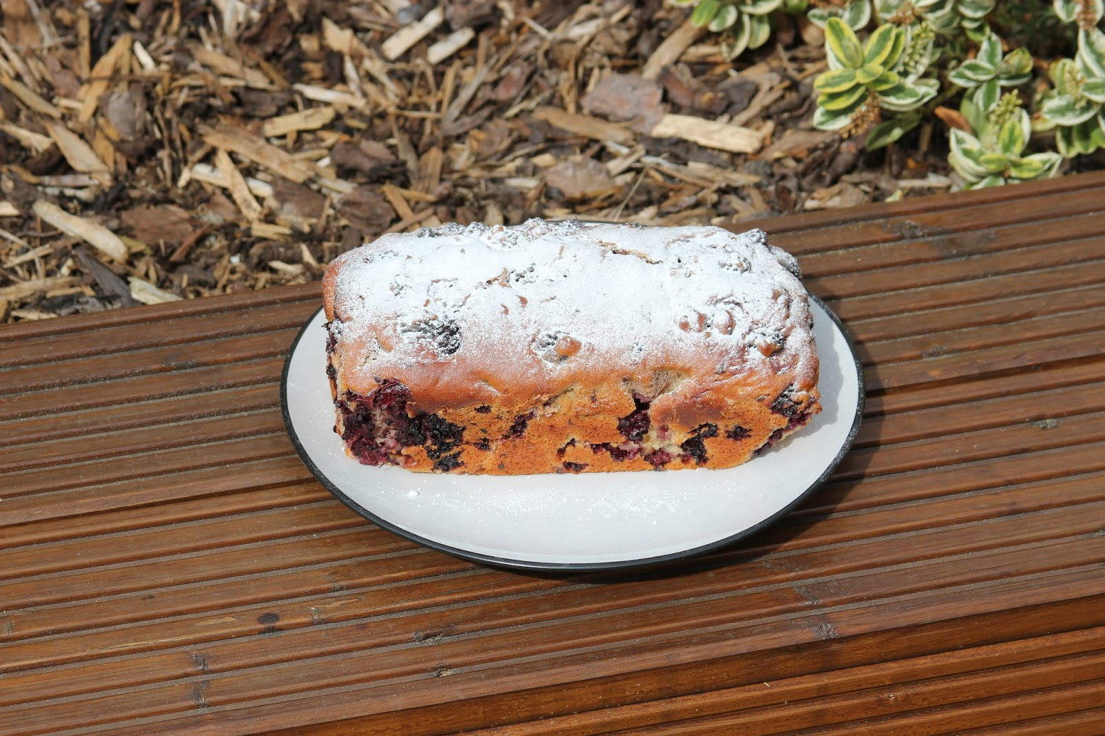 Low Fat Blackberry Loaf Cake ⋆ Cake Vs Scales